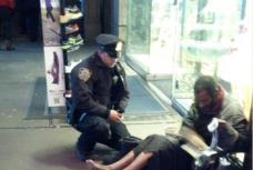 Heartwarming photo snapped by tourist shows NYPD officer giving winter boots to barefoot homeless man | Mail Online