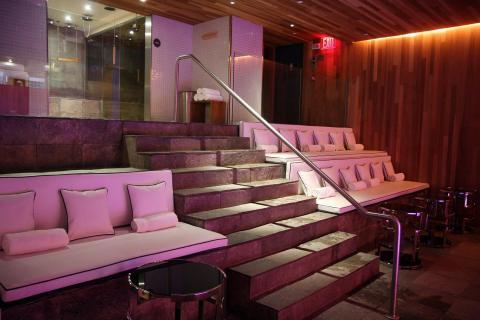 Roomate Grace Pool Lounge