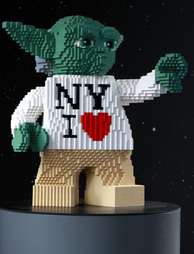 Lego Yoda loves NY
