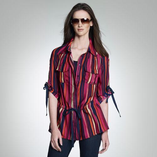 Street Style > Roll-Sleeve Shirt